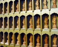 写真:礼拝堂内の小観音奉仏壇